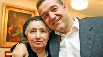 VIDEO EXCLUSIV! Mama lui Gigi Becali s-a rugat ore in sir la manastire! A fost adusa de sofer cu o Dacie! Avem imagini senzationale de la Cernica