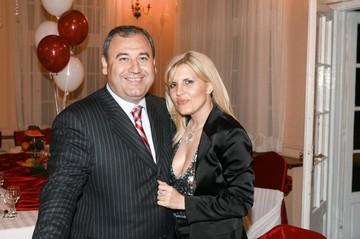 Divortul de Dorin Cocos a facut-o pe Elena Udrea sa dea iama in bijuterii! Vezi cati bani a bagat blonda in aur si argint dupa ce s-a separat de afacerist!