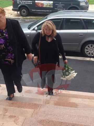 FOTO EXCLUSIV! N-ai mai vazut-o asa pe Tora Vasilescu! Nemachiata si cu cearcane, a mers la priveghiul lui Marin Moraru!