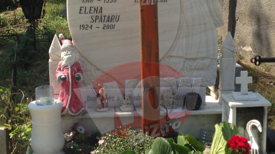 VIDEO EXCLUSIV! Cum arata azi mormantul Malinei Olinescu, artista care s-a sinucis din dragoste! Locul de veci e plin de bibelouri cu... Mos Craciun!!!