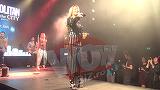 "VIDEO EXCLUSIV! Delia, aparitie spectaculoasa la un concert! A purtat niste sandale ""WOW"" cu accente rock!"
