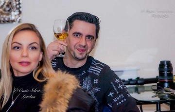Cosmin Natanticu se iubeste de trei ani cu o blonda superba! Actorul a cerut-o de sotie pe o plaja din Grecia, insa, initial, a fost refuzat