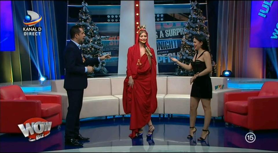 """Andreea Mantea a glumit pe seama tinutei pe care Iulia Albu a purtat-o de 1 Decembrie! """"O pun la caini, afara. Da-mi-o mie!"""" Ce a spus fashion editorul despre unghiile prezentatoarei WOWbiz"""