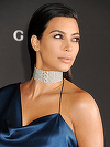 Tupeu maxim, nu gluma! Kim Kardashian le-a aratat fanilor cum se da cu machiaj in zonele intime! Imaginea e virala
