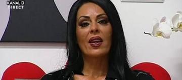 Asa sexy n-ai mai vazut-o vreodata pe Dana Criminala! L-a dat pe spate pe Leo cu rochia asta in noaptea de Revelion