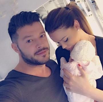 Este ce mai noua fotografie cu Bianca Dragusanu si fetita ei! Cu cine seamana micuta?
