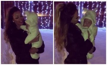 Imagini adorabile cu Bianca Dragusanu si fetita ei, afara, la zapada! Vedeta a inceput sa danseze si sa cante cu micuta Natalia in brate