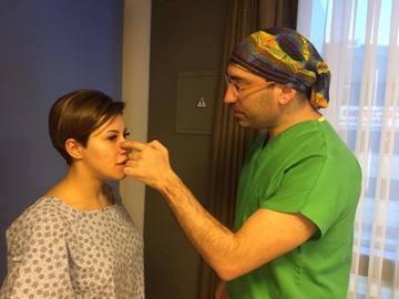Prima aparitie a Nicoletei Nuca dupa operatia suferita in Turcia. Cantareata si-a scos nasul la plimbare prin Istanbul, la 5 zile de la interventie!
