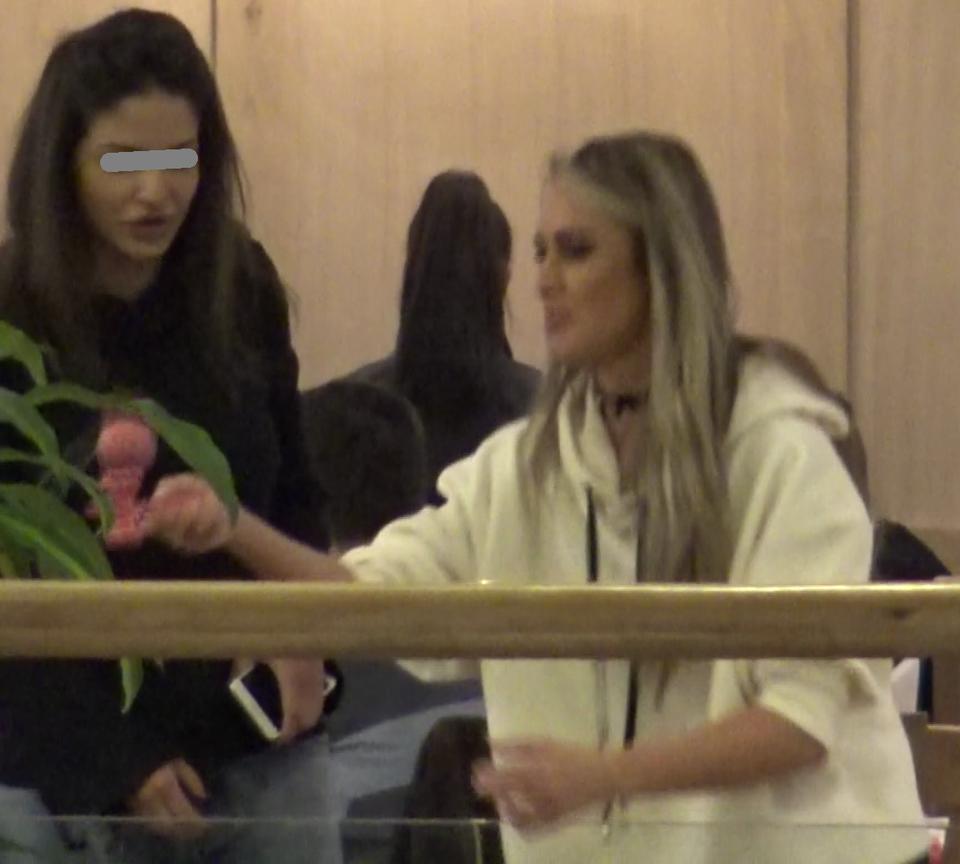 Cand nu striga bingo, Diana Munteanu se joaca la restaurant cu kendama VIDEO EXCLUSIV