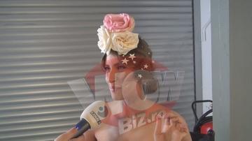 """Iulia Albu catre Ciobanu: """"Pleaca, nu te potrivesti ca n-ai flori pe cap. Ia vezi cum miros florile mele!"""" – Razvan: """"Zice asta ca-i stric interviul"""" – Dialogul spumos dintre cele doua vedete de la """"Bravo, ai stil!"""" - VIDEO EXCLUSIV!"""