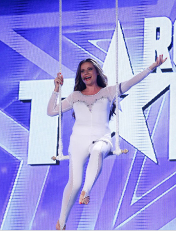 Transformarea uluitoare a cantaretei acrobate care a facut-o sa planga pe Andra la un concurs de talente! Laura Vranceanu a slabit si arata mai tanara cu 10 ani!!! Avem imagini exclusive!