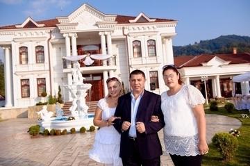 """Credeai ca Nicoleta Guta are un singur """"palat"""" in Petrosani? Asa arata a doua vila a cantaretei! E plina cu obiecte din aur!"""