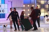 """Ireal! Jean de la Craiova si Liviu Mititelu au plimbat o fata cu… tomberonul! Urmareste ce s-a intamplat in platoul emisiunii """"Roata Norocului"""" in aceasta seara, de la ora 20.00, numai la Kanal D!"""