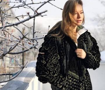"""S-a fotografiat in haina asta, iar fanii au luat-o razna! Laura Cosoi, criticata dur: """"Ai ramas fara bani?"""""""