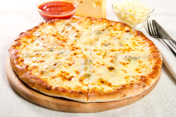 "Ti-e dor de o pizza ""divina"" din Italia? Invata sa faci o delicatesa quatro formaggi dupa cea mai usoara reteta!"