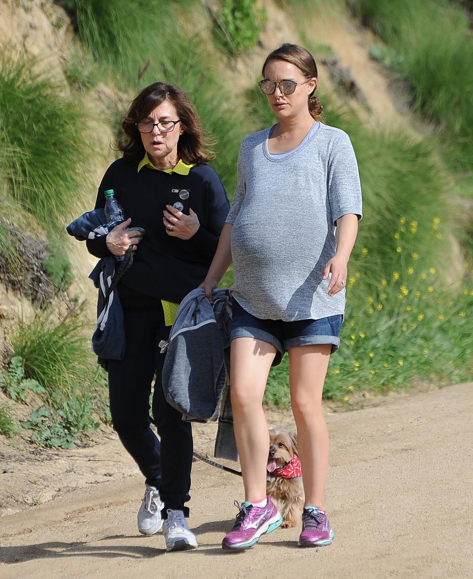 Natalie Portman, aparitie incendiara in ultimul trimestru de sarcina! Cat de mare i-a crescut burtica