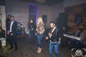 Nicoleta Guta a facut show intr-o discoteca din Spania! Cum a aparut imbracata pe scena? Tinuta a fost una inedita