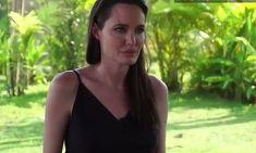 """Angelina Jolie, primele declaratii publice de dupa divortul de Brad Pitt. Transfigurata si cu ochii in lacrimi, actrita abia isi gaseste cuvintele: """"A fost foarte dificil, foarte multe..."""""""
