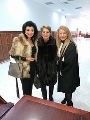 Haina de blana pe care a purtat-o azi Adriana Bahmuteanu la tribunal! Bruneta a intors toate privirile!
