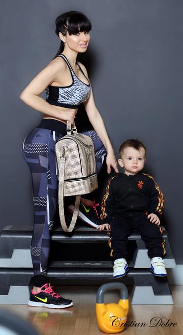 Baietelul Roxanei Schwartz e model la doar un an si 4 luni! Vezi ce sedinta foto a facut micutul alaturi de mamica lui – Foto Exclusiv!