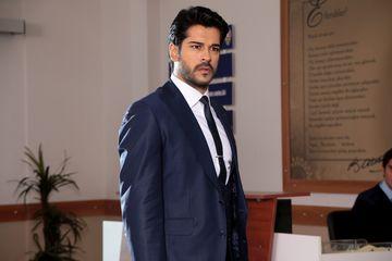 """Burak Ozcivit, cel mai frumos burlac! Interpretul lui Kemal din serialul """"Dragoste infinita"""", care va debuta pe 20 martie,  la Kanal D, este si model de succes"""