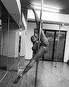Ce flexibilă e! Roxana Vancea, surprinsă într-o ipostază demnă de filmele pentru adulţi! Şi-a arătat...