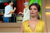 Ce au patit sanii Alinei Puscas? Decolteul rochiei purtate de vedeta in emisiunea de sambata a lasat la vedere un spatiu enorm intre sani