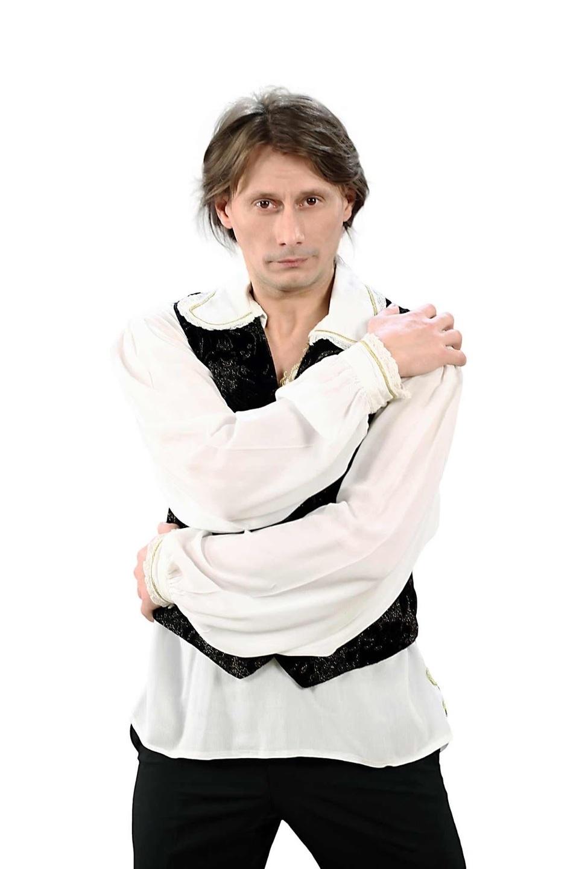 """Marius Manole si-a facut """"Jurnal de nedansator"""". Actorul povesteste cum a fost racolat in emisiunea concurs: """"Nu m-a interesat nici cine mai e, nici cine e in juriu, nici cand, nici cum... deci, praf!"""""""