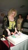 """Ce tort spectaculos a primit Oana Lis! Ea si Viorel sunt personajele care """"troneaza"""" pe desertul inedit! FOTO EXCLUSIV!"""