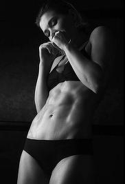 Gina Pistol, incredibil de sexy în costum de baie! Uite cum în ce ipostaze s-a fotografiat