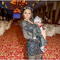 O mai tii minte pe victima doctorului Razvan Tranca? Tanara care i-a adus audiente record lui Dan Diaconescu este acum o mamica sexy! Are un fiu de trei ani! FOTO!