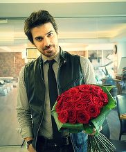 La o luna de la divortul de Andreea Marin, Tuncay are motive sa zambeasca din nou! Cui i-a daruit un buchet imens de trandafiri?!