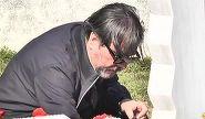 Cum a fost suprins Cornel Gales in urma cu cateva momente la cimitir? Vaduvul Ilenei Ciuculete a venit la mormant insotit de doi prieteni