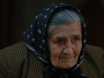 """E jale în satul natal al Ilenei Ciuculete: """"Nu ştia că fiica ei este pe patul de moarte!"""" Ultima dorinţă a bătrânei este sfâşietoare"""