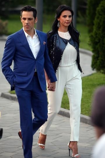 Lavinia Pârva are probleme de sănătate?! Iubita lui Ştefan Bănică, surprinsă îngândurată, la o clinică din Capitală!