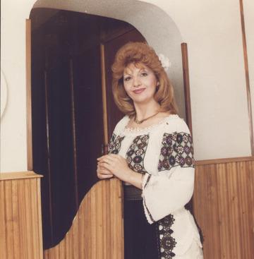 "Ileana Ciuculete i-a aparut in vis Elenei Merisoreanu! ""Mi-a spus ca-l asteapta pe Cornel Gales la ea!"" Declaratii cutremuratoare: ""Mi-a cerut coliva si cand am intrebat-o de ce nu are fusta pe sub costumul popular, mi-a zis asa: am uitat-o acasa, dar vin"
