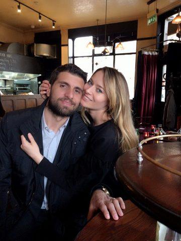Laura Cosoi şi soţul ei, surprinşi în ipostaze tandre! Imaginile care dovedesc cât de mult se iubesc