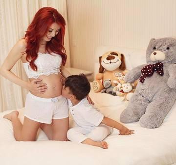 Cum arata Elena Gheorghe la prima sarcina? Se ingrasase doar cateva kilograme, iar la iesirea din maternitate avea o silueta ca de manechin! FOTO!