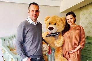E ştirea dimineţii! Mădălin Ionescu şi Cristina Şişcanu au devenit părinţi! Prima imagine cu fetiţa!