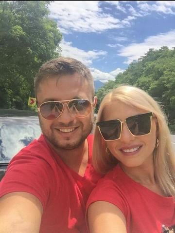 Nicoleta Guta s-a despartit de iubitul ei acum ceva timp, dar sa vezi ce a aparut pe paginile lor de Facebook! Fanii au inceput sa comenteze imediat