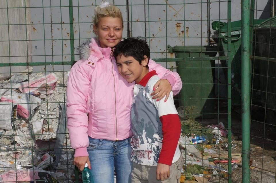 Fotografie incredibila cu Ana Maria Mocanu si cu Babi Minune! Uite cum se pozau cei doi impreuna, pe vremuri, langa gramezile de gunoi! Pe dansatoare n-ai cum s-o recunosti!