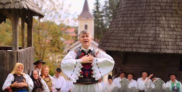 Preotul-cantaret l-a bagat pe primar in videoclip! Cristian Pomohaci e celebru pentru publicarea fotografiilor cu Ileana Ciuculete moarta