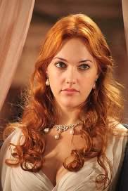 Îţi mai aminteşti de sultana Hurrem? Cum a apărut actriţa la Festivalul de film de la Cannes! Pur şi simplu e de nerecunoscut!