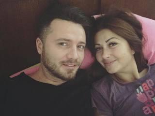 "Gabriela Cristea si Tavi Clonda, fotografie romantica din dormitor! ""Azi nu ne ridicam din pat"""