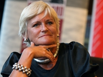 Sotul Monicai Tatoiu a instalat 24 de camere de luat vederi in casa si in curte! Cat va rezista Anamaria Prodan in vecinatatea femeii de afaceri?   EXCLUSIV