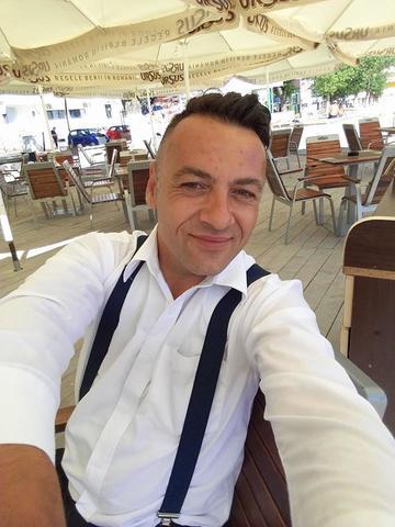 Cristian Spridon (ex-Tarky) s-a angajat la o terasa pe litoral! Cantaretul a depasit cu greu pierderea tatalui sau