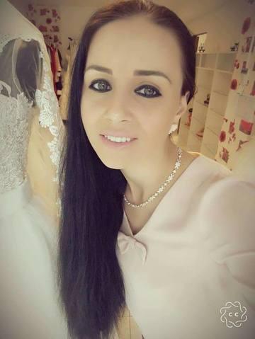 Magda Ciumac si-a extins afacerea! In magazinul cu haine si-a facut si salon de machiaj