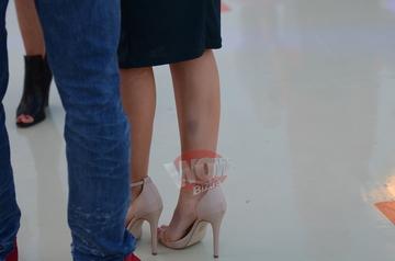Ce se intampla cu Andreea Balan?! E plina de vanatai si cicatrici pe picioare! Artista a speriat pe toata lumea la un eveniment monden FOTO EXCLUSIV