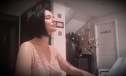 I-a invitat in casa ei si le-a cantat la pian, imbracata doar intr-un furou! Imagini nemaivazute cu Andreea Marin