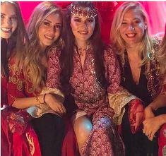 """Primele imagini de la petrecerea de henna a viitoarei sotii a lui Burak Ozcivit, actorul care-l interpreteaza pe Kemal in """"Dragoste infinita""""! Ce a facut actorul pentru frumoasa Fahriye Evcen"""